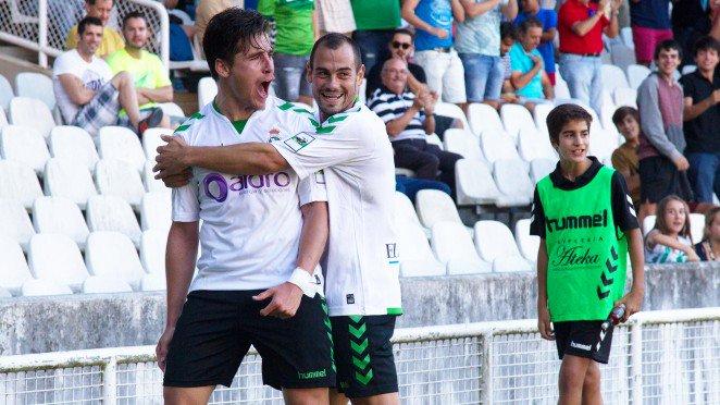 El Racing vence al Pontevedra y convence a la afición